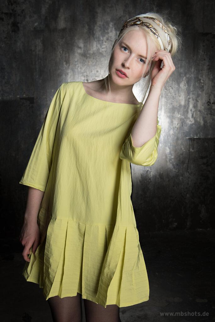 Gelbes Kleid 1
